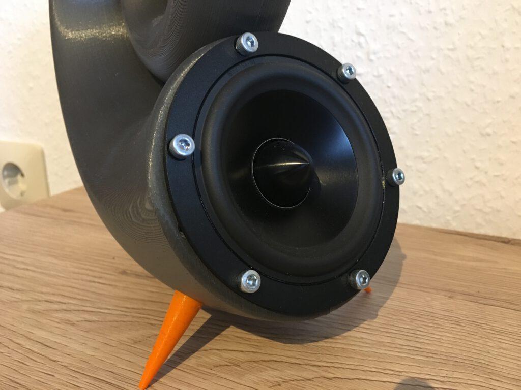 Lautsprecher eingeschraubt